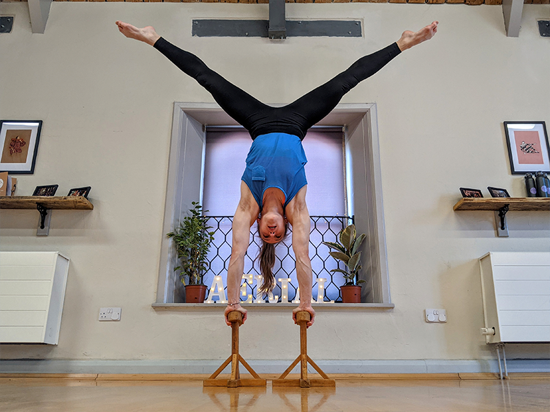 Cirque De Silk Handstands Classes